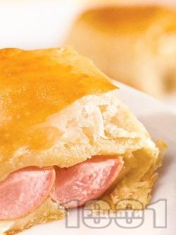 Кренвиршки с бутер тесто на фурна - снимка на рецептата